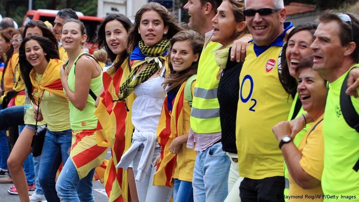 В Каталония привържениците на независимостта направиха 400-километрова жива верига