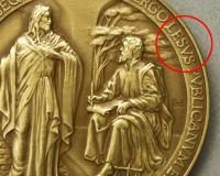 """Ватикана издаде монета в чест на папата с печатна грешка в думата """" Исус """""""