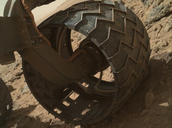 Колелата на Curiosity са се износили