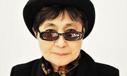 Йоко Оно защити делфините в Япония