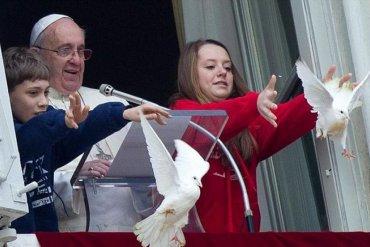 Защитници на животните се обърнаха към папа Франциск  да спре пускането на гълъби