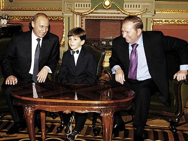"""Украински ученик след 10 години  върна на """"лъжеца"""" Путин подарения му часовник (видео)"""