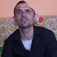 Румънец живее година с половин глава (видео)