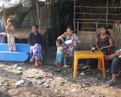 Във Виетнам, приелите християнството хора ги пребиват и гонят от селата