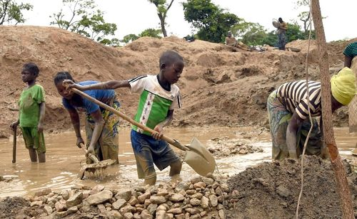CAFRICA-POVERTY-MINES-CHILD-LABOR