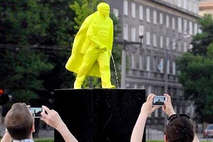 В Краков се появи пикаещ Ленин