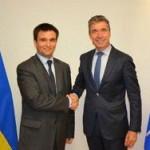 Украинският външен министър поиска от запада военна помощ