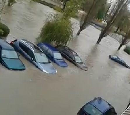 Хасково, днес следобед (видео) , в пет области е обявен червен код за дъжд и вятър