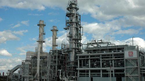 Бъсеску предлага на правителството да национализира рафинерията Лукойл