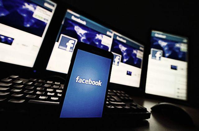 Facebook информира властите, когато в личните си съобщения говорите за престъпна дейност