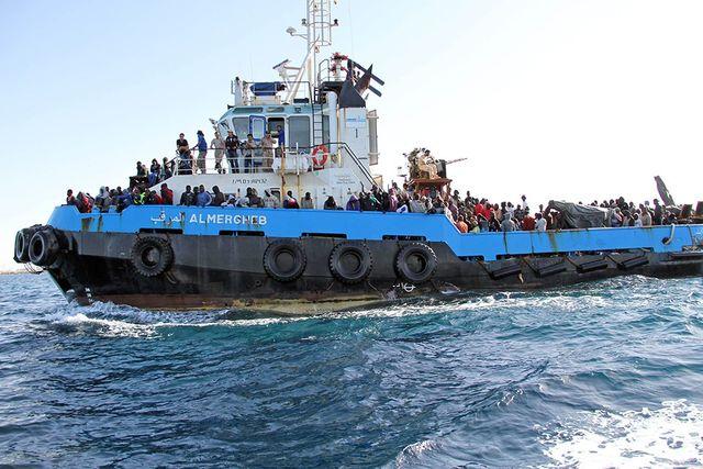 ЕС одобри използването на военна сила срещу превозвачите на мигранти