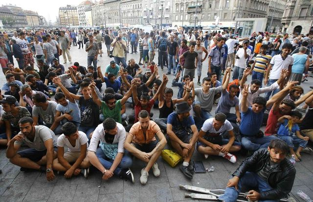 Египетски милиардер иска да купи за бежанците остров в Средиземно море