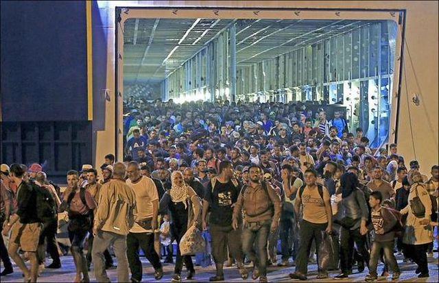 Германия обеща да приема по 500 хиляди мигранти всяка година