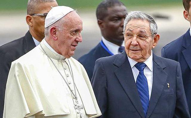 Комунистическата партия на Куба поиска от своите членове да посетят месата  на папа Франциск