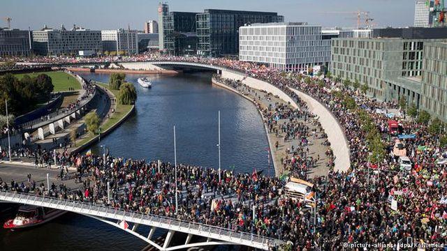 250 хиляди човека протестираха в Берлин срещу зоната за свободна търговия ЕС – САЩ