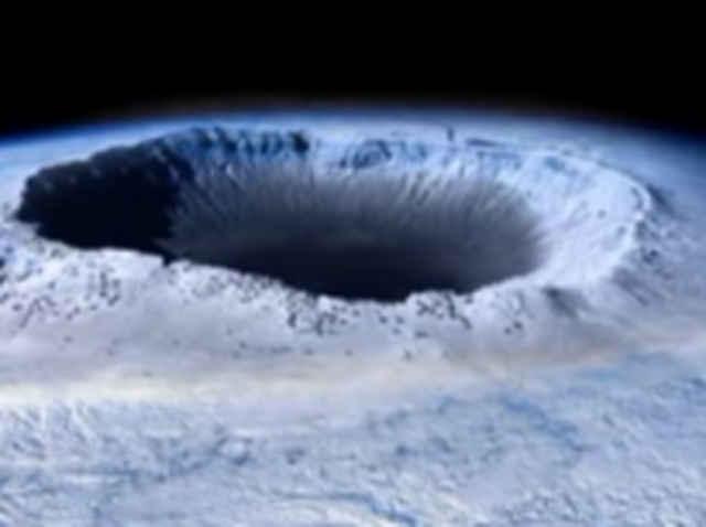 Кухата Земя: Огромна дупка се отваря на Северния полюс (видео)