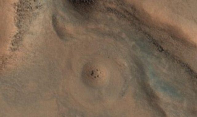 На Марс заснеха аналог на земния Стоунхендж