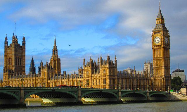 Всеки пети мюсюлманин във Великобритания симпатизира на джихадистите
