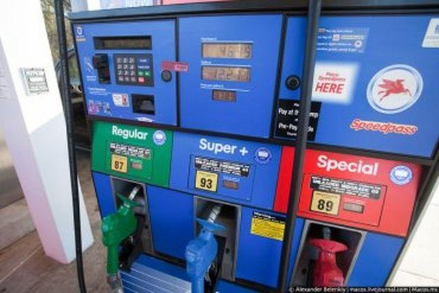 Бензинът в САЩ вече се продава под  50 цента за литър