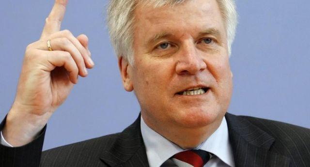"""Премиерът на Бавария нарече политиката на Меркел """"беззаконие"""""""