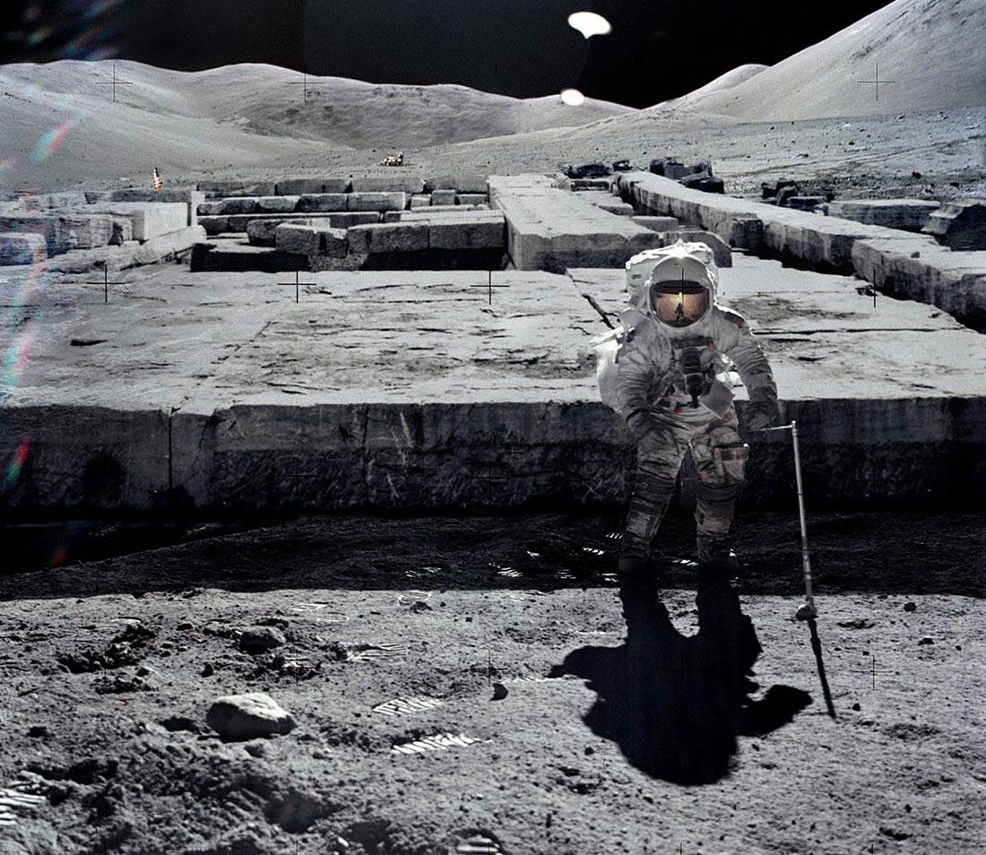 Кой ни наблюдава от Луната и не ни пуска там? (видео)
