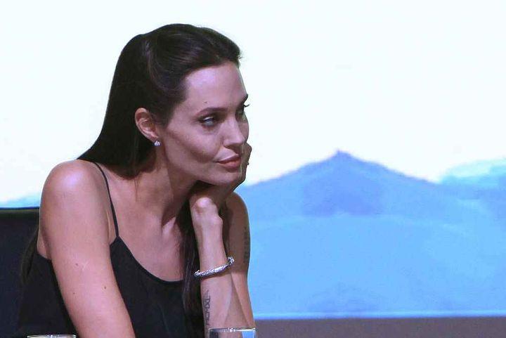 Анджелина Джоли спешно е приета в болница