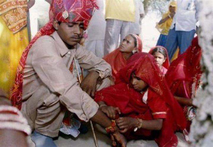Шокиращо видео: Петгодишни индийски невести плачат на сватбата си (видео)