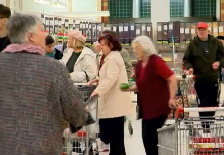 Унгария: Отмениха забраната за работа на магазините в неделя