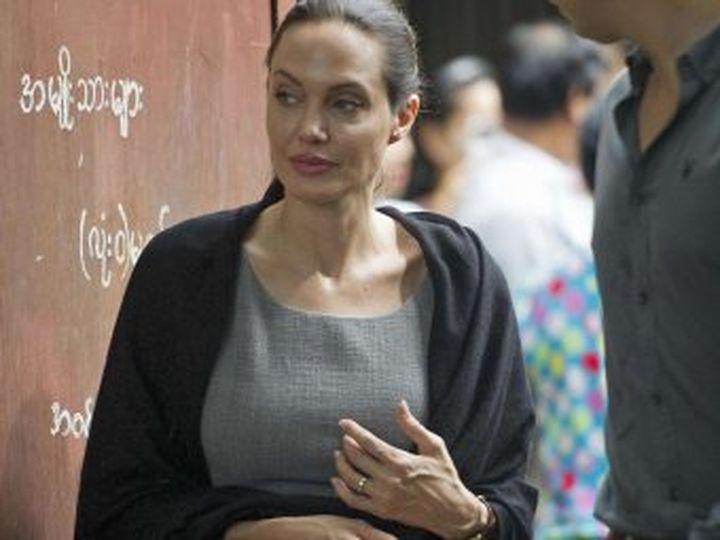 Папараци заснеха измършавялата  и бледа Анджелина Джоли в  САЩ