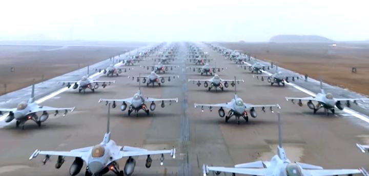 За 9 май US Air Force публикуваха клип  специално за Путин (видео)