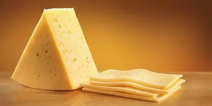 Малко ли ни тровят с палмовото масло в сиренето, че сега слагат и лепило в него?