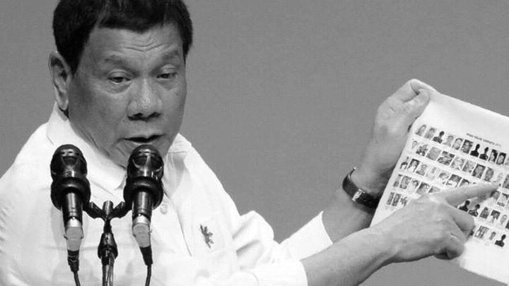 Филипинският  президент Дутерте заяви, че  ще  хвърля корумпираните чиновници от хеликоптер