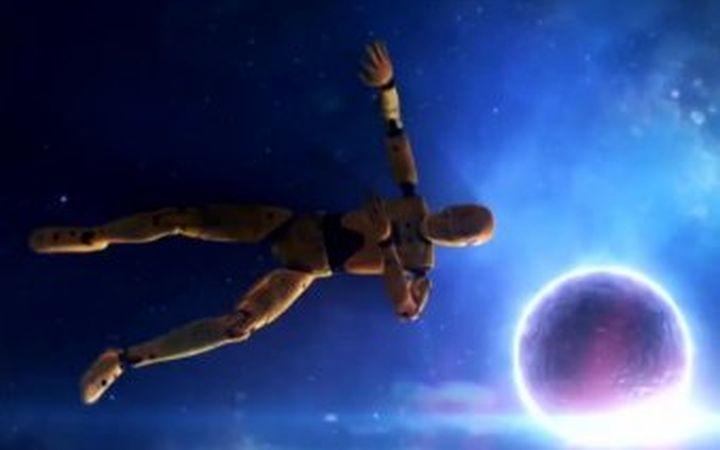 Какво ще  се случи с човек ако падне на неутронна звезда (видео)