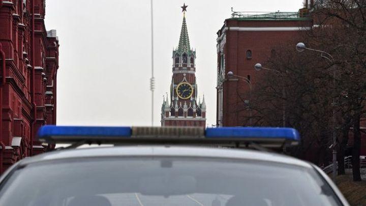 """Московски полицаи брутално арестуваха дете,  декламиращо """"Хамлет"""" в Арбат (видео)"""