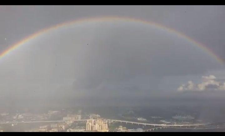Фантастична гледка: Кръгла дъга над Санкт Петербург (видео)