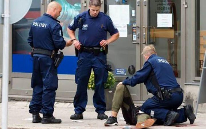 Двама   убити и шестима ранени при нападение  във Финландия