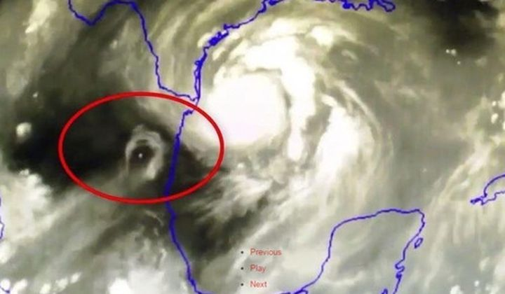 """НЛО е направил урагана """"Харви"""" катастрофален? (видео)"""