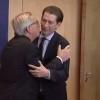 Австрийският канцлер Себастиан Курц отказа да се целува с Юнкер (видео)
