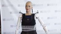Роботът София се превърна в  човекоподобен (видео)