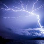 Учени по целия свят отбелязват появата на все повече загадъчни свръхмощни мълнии
